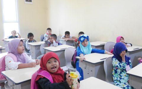 Kegiatan Belajar Kelas 1 SDIT Bunayya di hari pertama